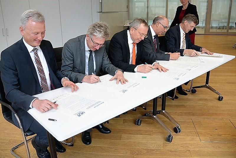 Die Unterzeichnung des Memorandums für Frauen in Führung durch die Bayerische Versorgungskammer