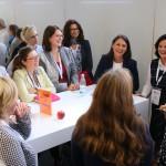 Julia Schmid, Kommunikationsbeauftragte des Memorandums für Frauen in Führung, moderierte das KarriereMeetUp mit Katharina Heininger, Sachgebietsleitung GEWOFAG. In unseren drei KarriereMeetUps wurde auch viel gelacht.