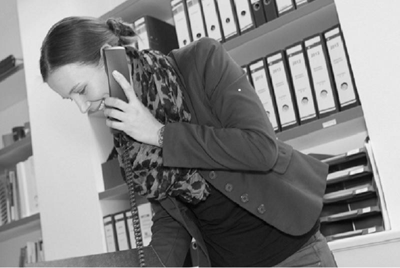Kristina Bürdek am Arbeitsplatz