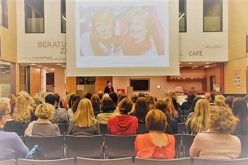Dr. Nadja Tschirner bei Ihrem Vortrag in Augsburg