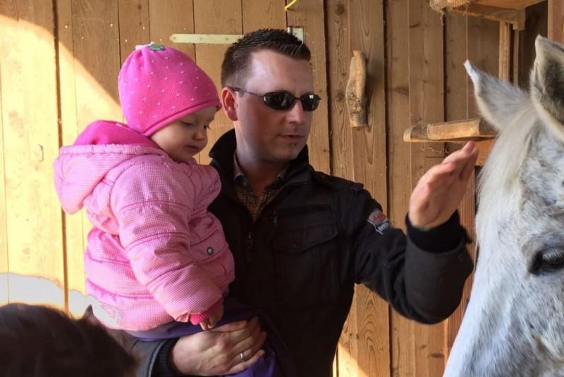 Klaus Hörmannskirchner mit einer seiner Töchter
