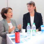 Simone Schönfeld (l.), Geschäftsführerin von Cross Consult, moderierte das KarriereMeetUp mit Dr. Maike Kolbeck (r.).