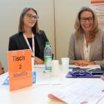 Sandra Szczesniak (l.), Consultant bei Cross Consult, moderierte das KarriereMeetUp mit Andrea Kemmer (r.), Partnerin bei KPMG.