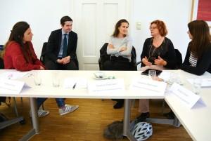 Personalverantwortliche der MFF-Unternehmen beim Austausch in kleinen Gruppen